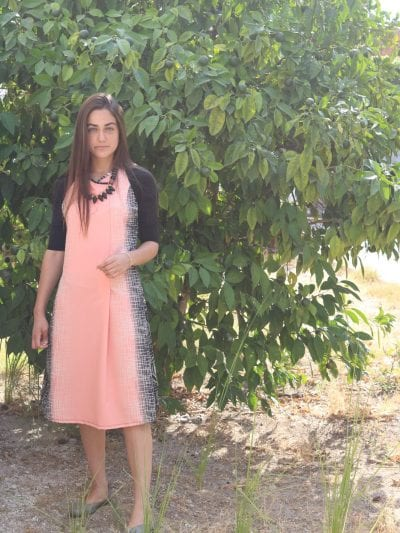 שמלת כפתור חצי שרוול בד מודפס.